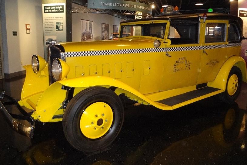 1933 Checker T8